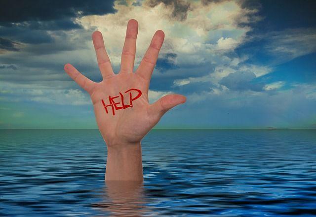 hand-792920_640_help.jpg